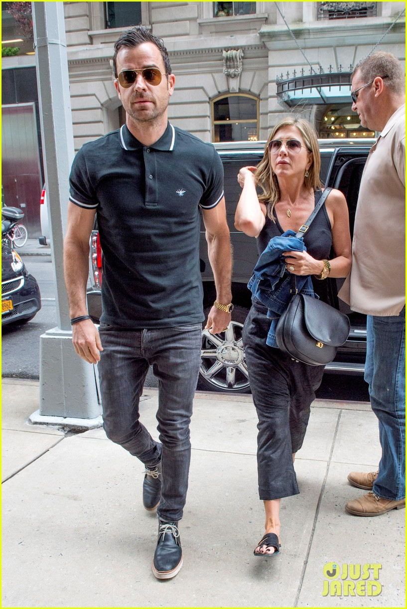 jennifer aniston justin theroux step out together after last nights loving display 033142607
