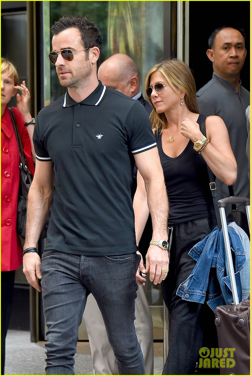 jennifer aniston justin theroux step out together after last nights loving display 043142608