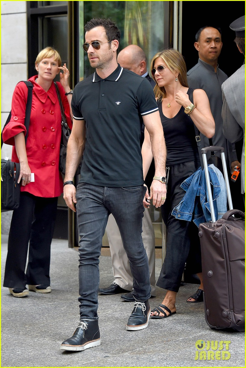 jennifer aniston justin theroux step out together after last nights loving display 053142609