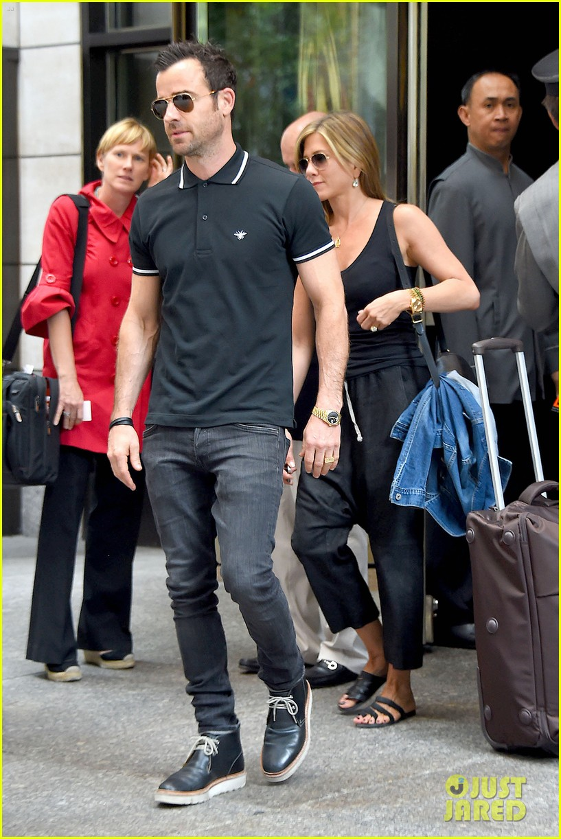jennifer aniston justin theroux step out together after last nights loving display 063142610