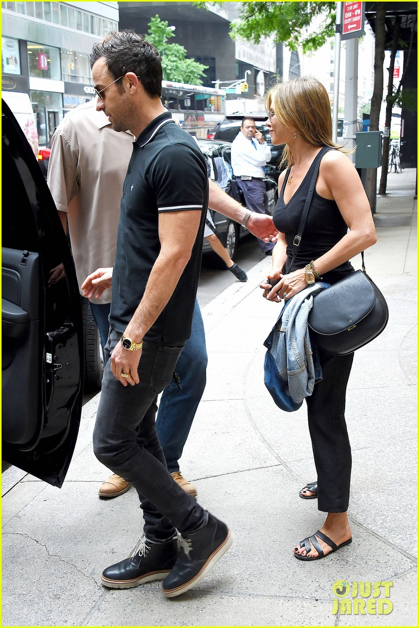 jennifer aniston justin theroux step out together after last nights loving display 073142611