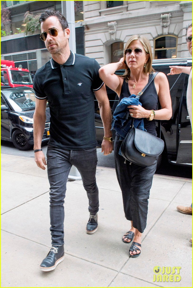 jennifer aniston justin theroux step out together after last nights loving display 093142613