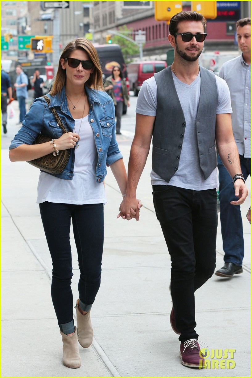 ashley greene paul khoury kiss after coffee 013133497