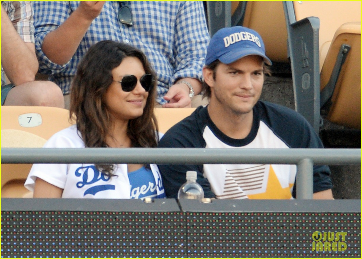 ashton kutcher mila kunis pack on pda dodgers game 05