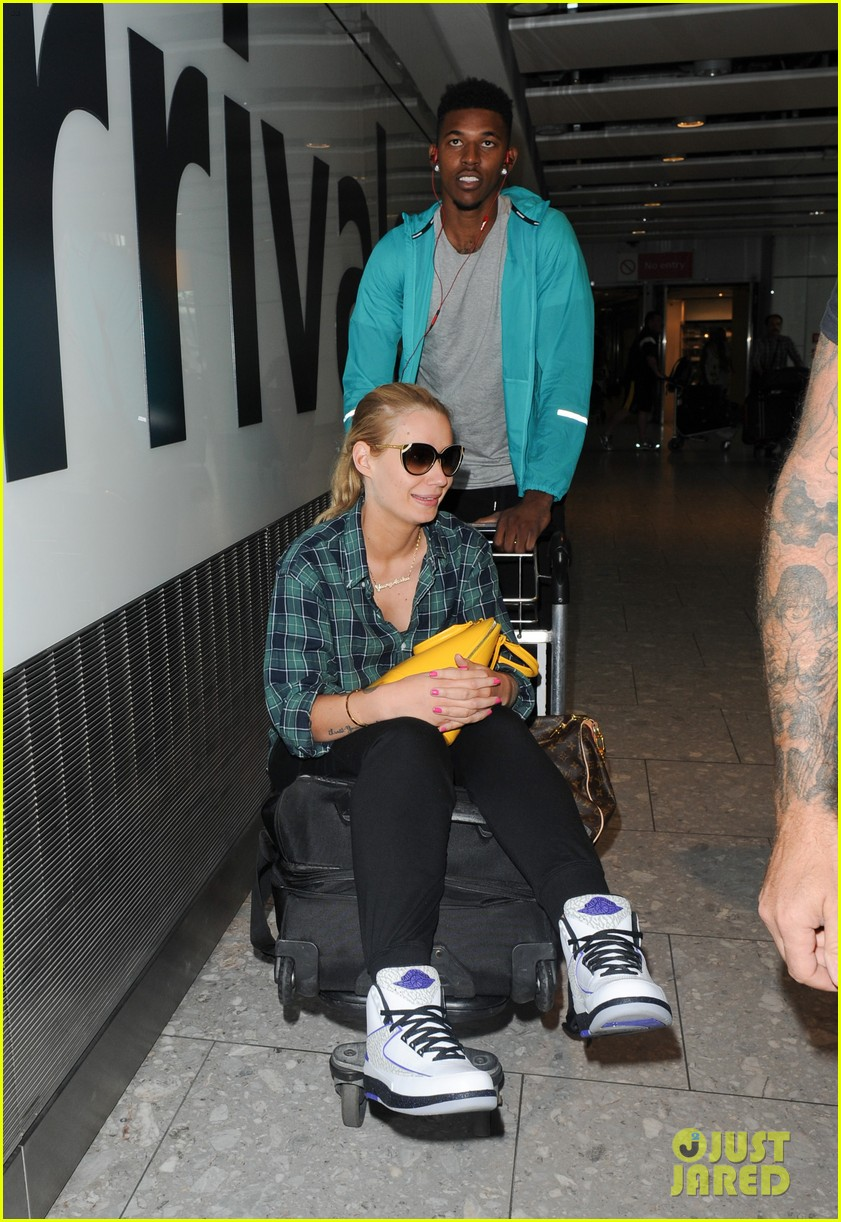 iggy azalea nick youn pushes her on a luggage cart 073139942