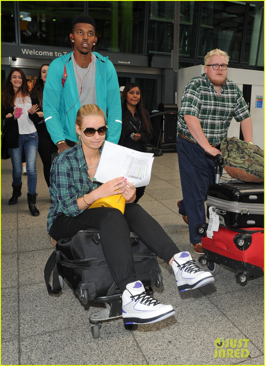 iggy azalea nick youn pushes her on a luggage cart 08
