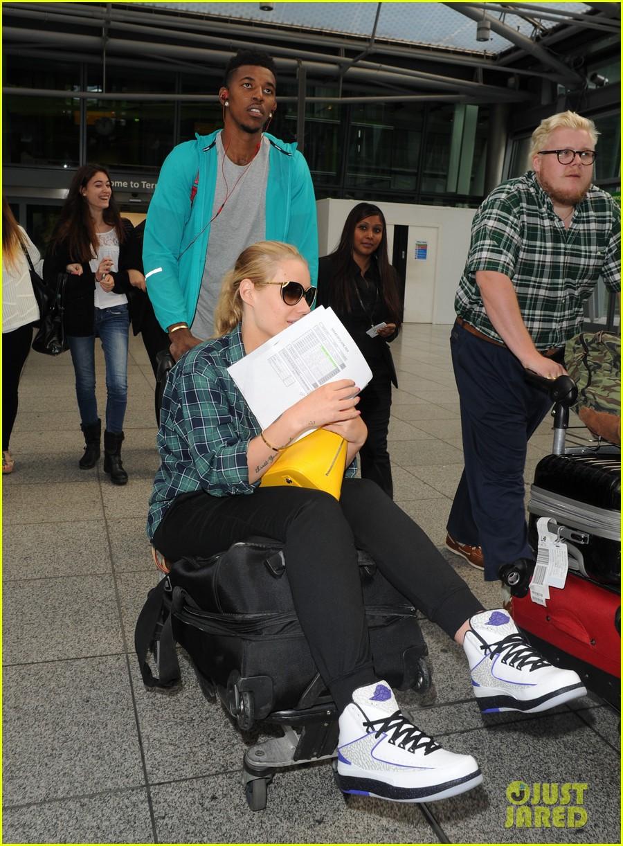 iggy azalea nick youn pushes her on a luggage cart 093139944