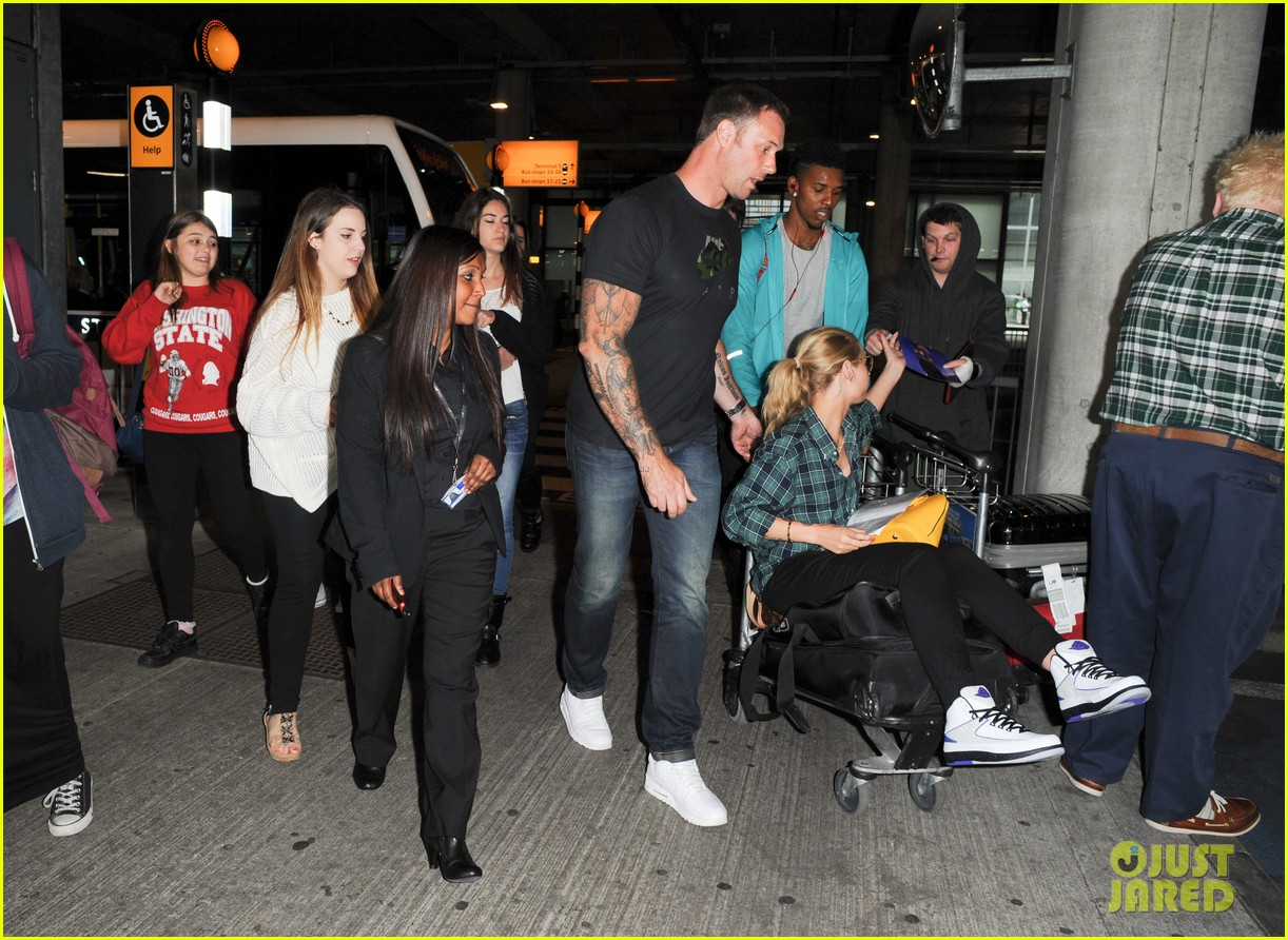 iggy azalea nick youn pushes her on a luggage cart 103139945