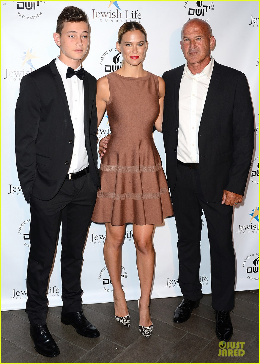 bar refaeli brings close knit family to hollywood gala 033131990