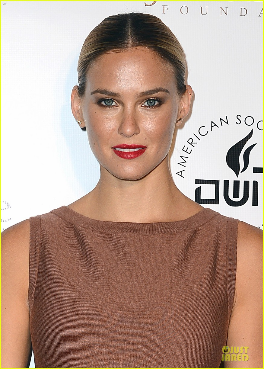 bar refaeli brings close knit family to hollywood gala 043131991