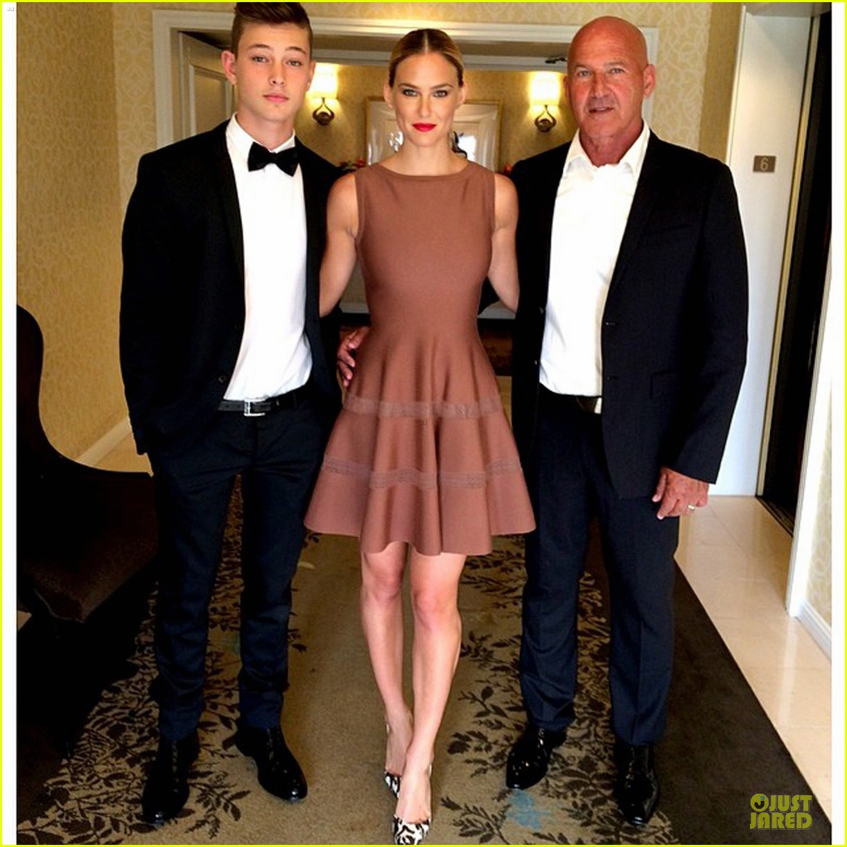 bar refaeli brings close knit family to hollywood gala 053131992