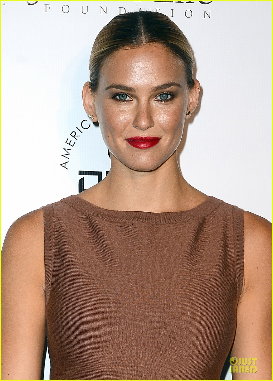 bar refaeli brings close knit family to hollywood gala 063131993