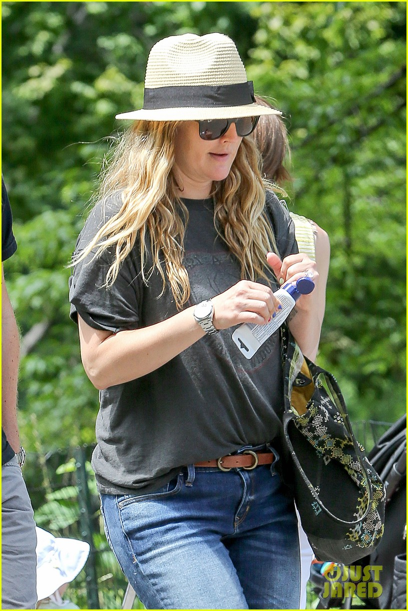 drew barrymore commutes in a hurry 023141636