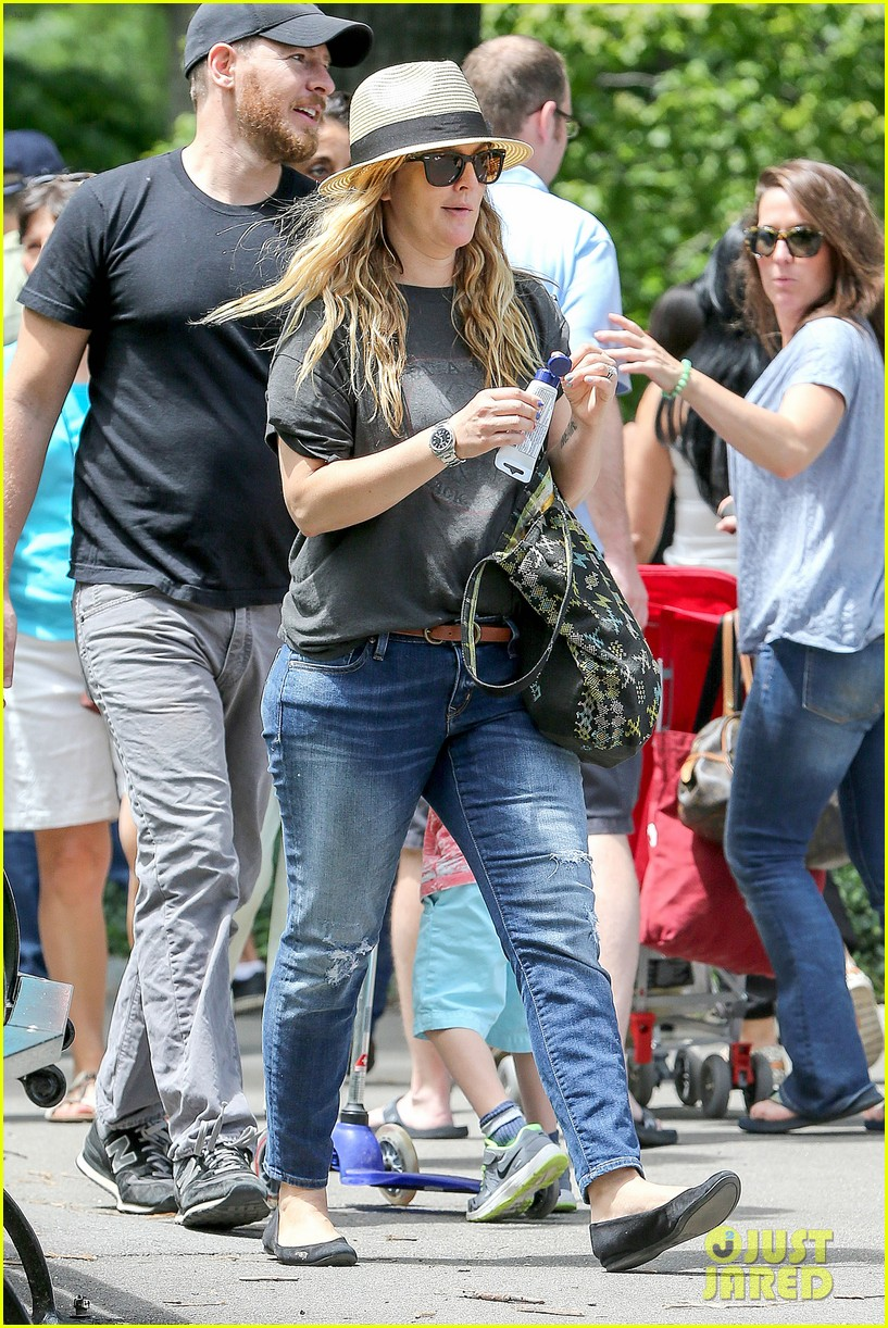 drew barrymore commutes in a hurry 053141639