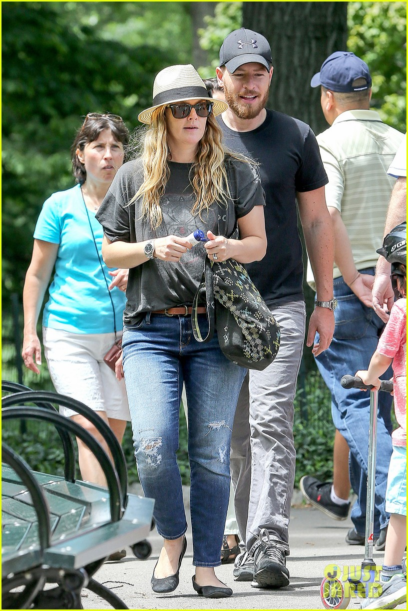 drew barrymore commutes in a hurry 083141642