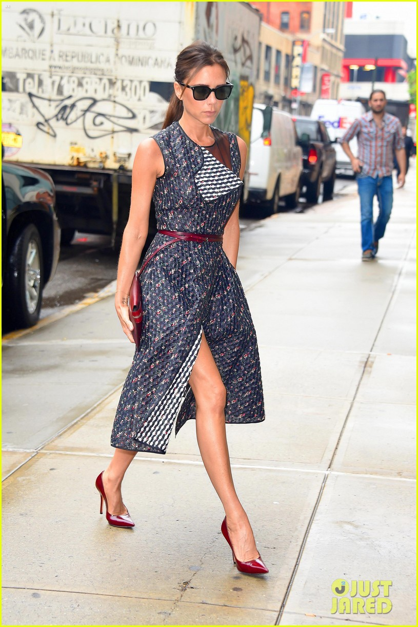 victoria beckhams street style is oh so chic 013132476