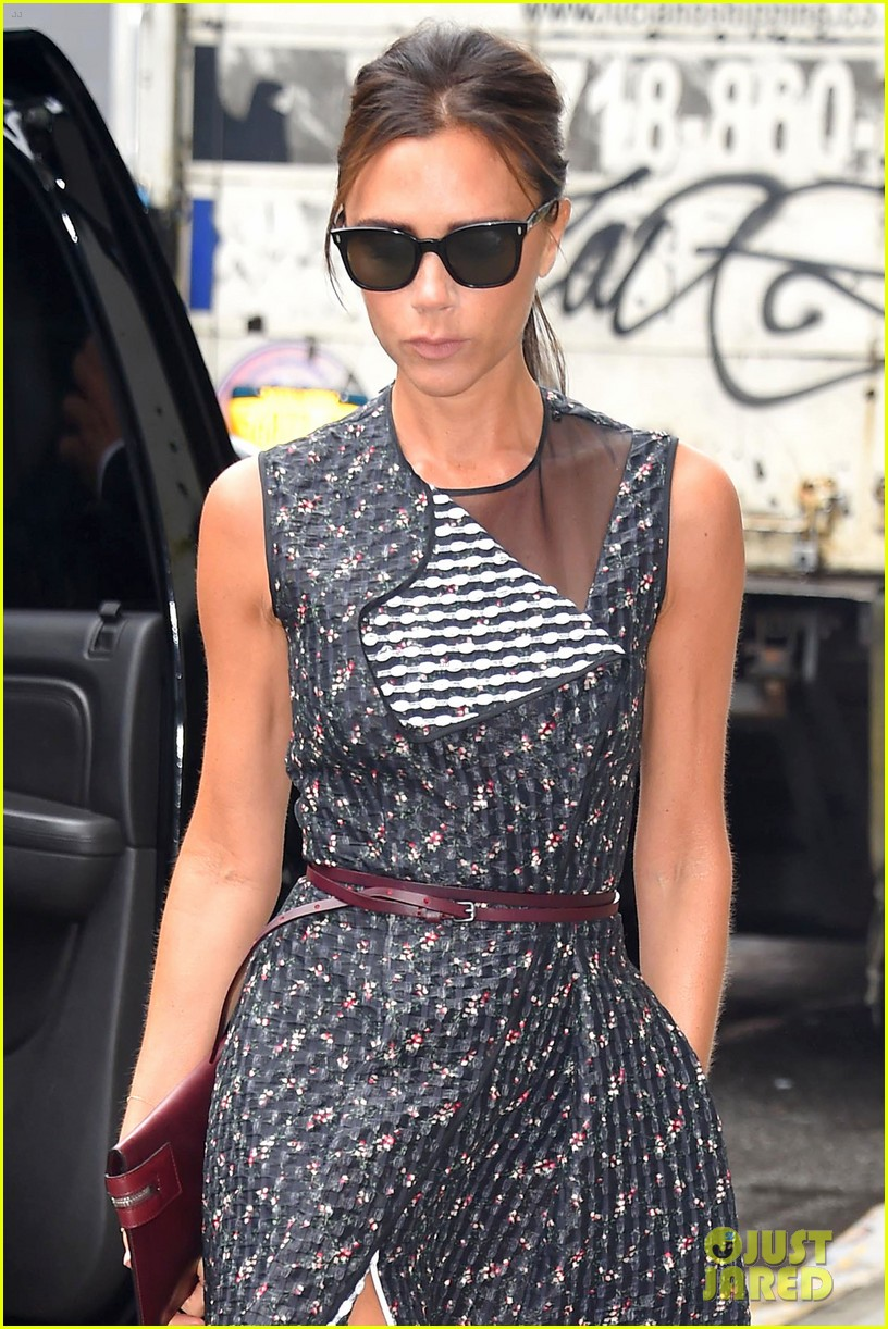 victoria beckhams street style is oh so chic 043132479
