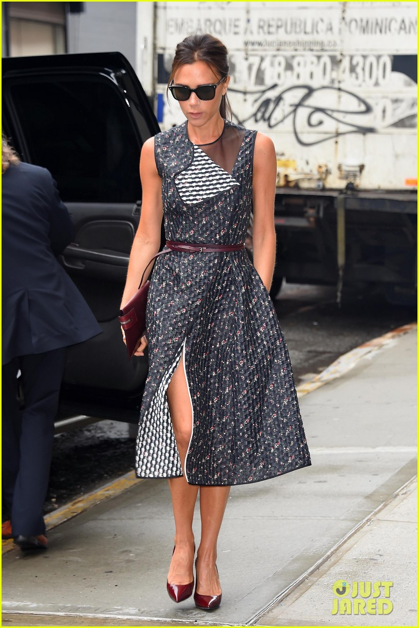 victoria beckhams street style is oh so chic 073132482