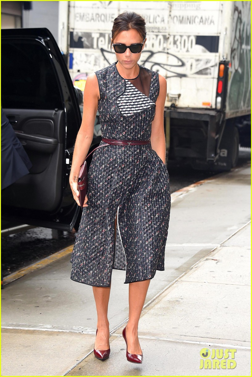 victoria beckhams street style is oh so chic 093132484
