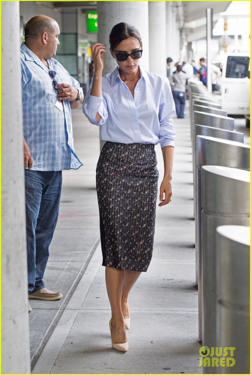victoria beckham goes business chic for a flight 013131640