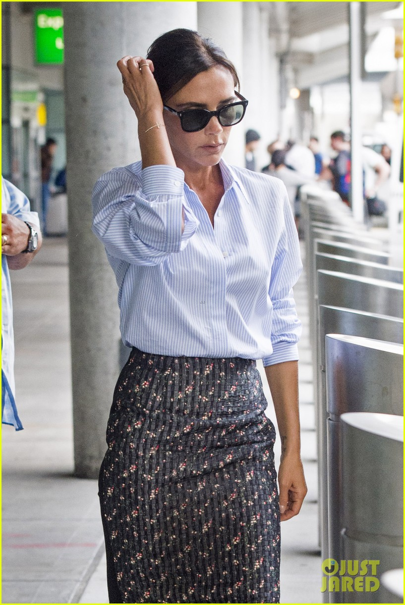 victoria beckham goes business chic for a flight 043131643