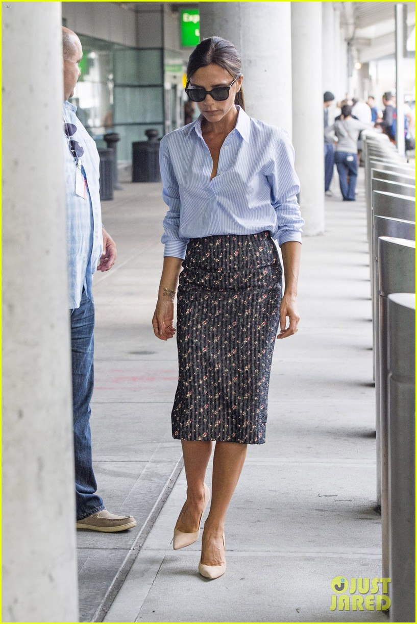 victoria beckham goes business chic for a flight 053131644
