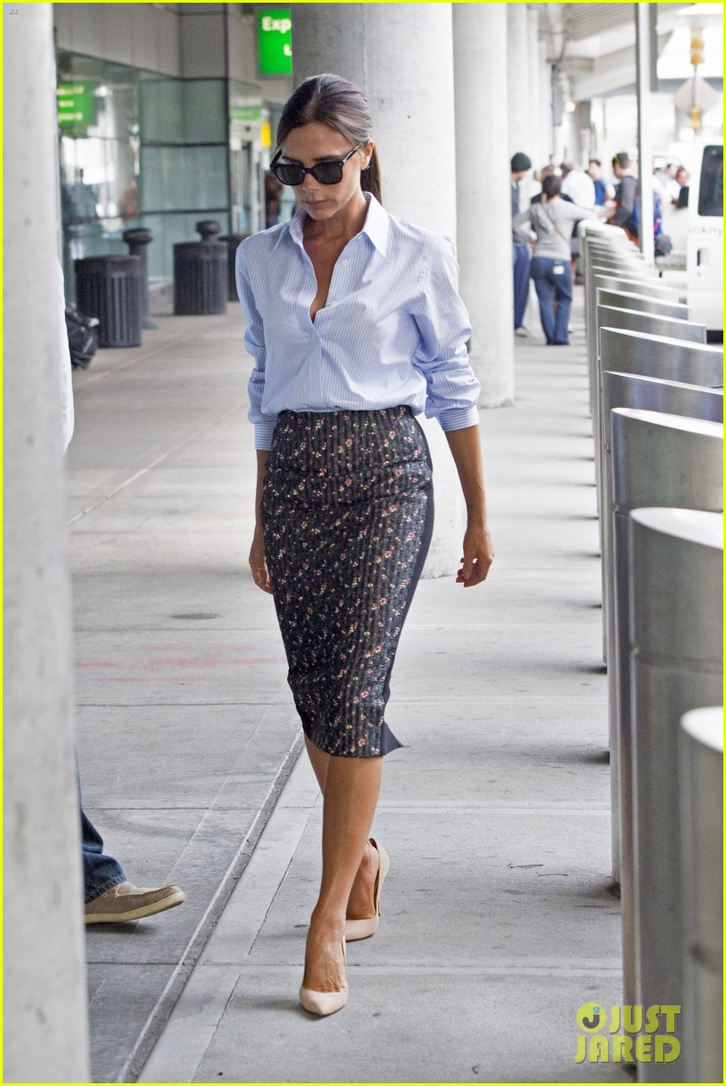 victoria beckham goes business chic for a flight 113131650