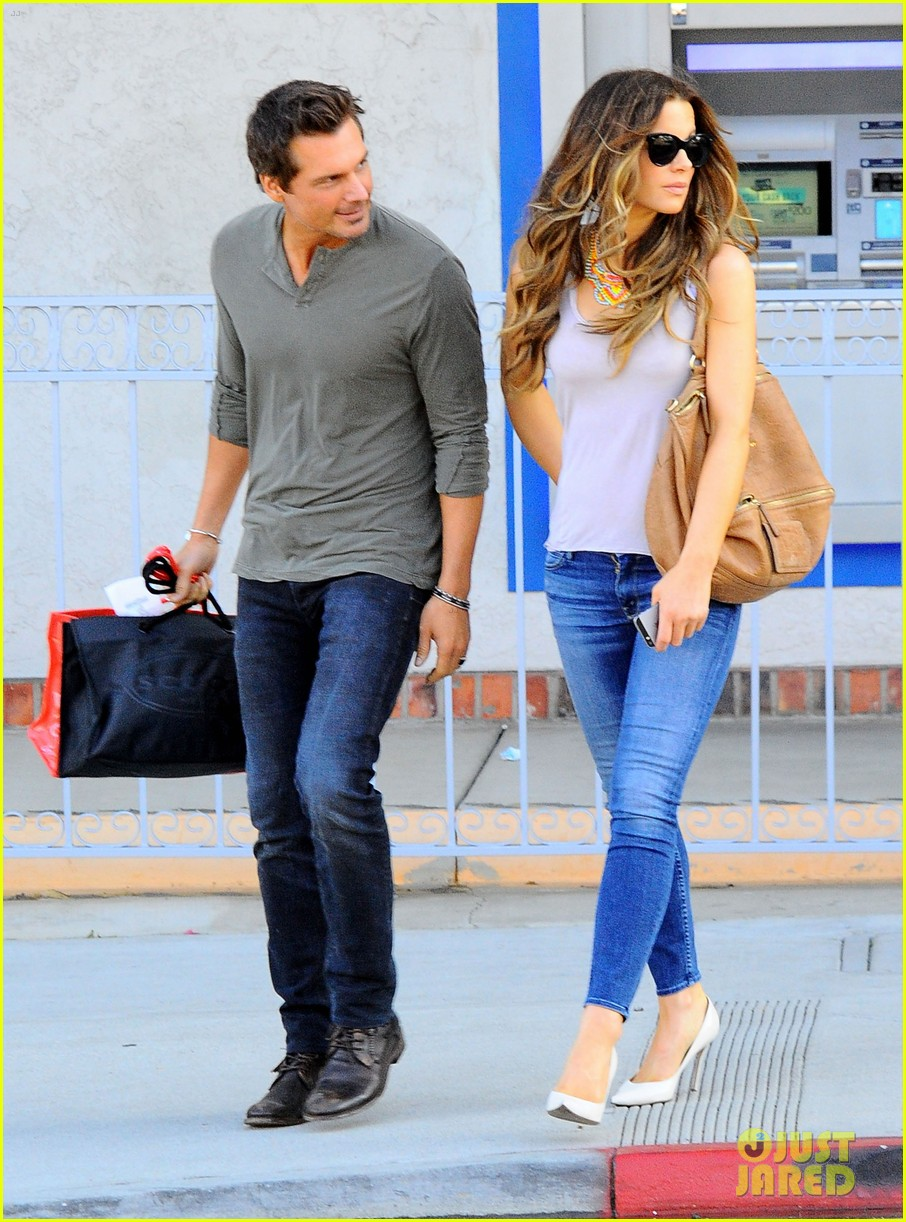 kate beckinsale len wiseman make a cute couple in santa monica 043141453