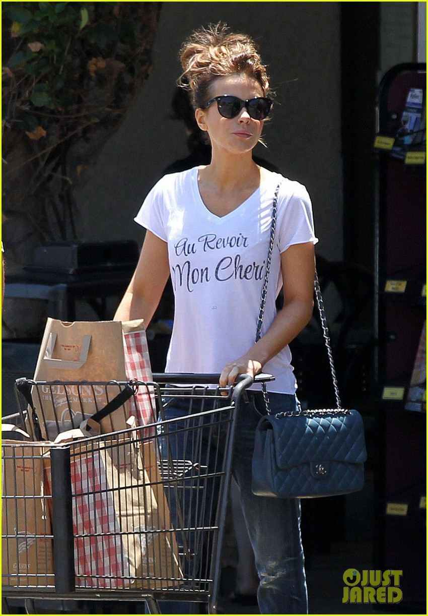 kate beckinsale len wiseman stock up on groceries 023141814