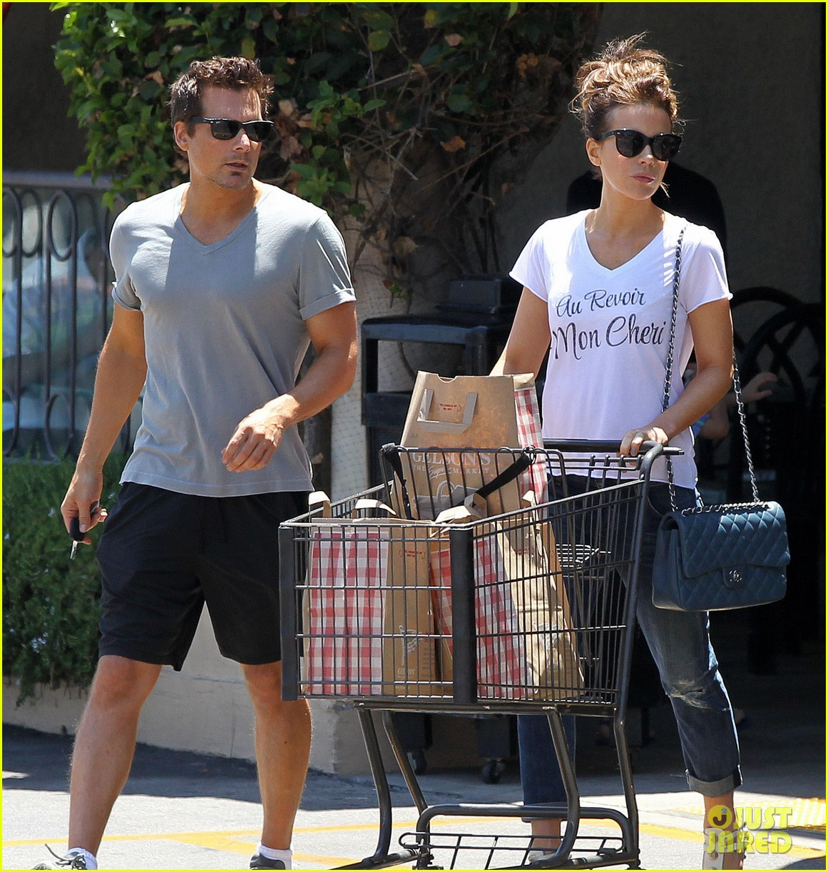 kate beckinsale len wiseman stock up on groceries 043141816