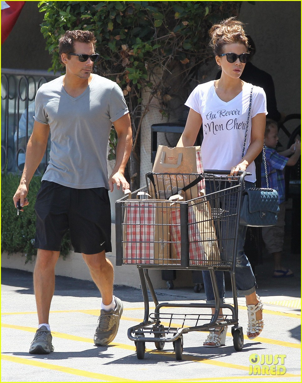 kate beckinsale len wiseman stock up on groceries 063141818