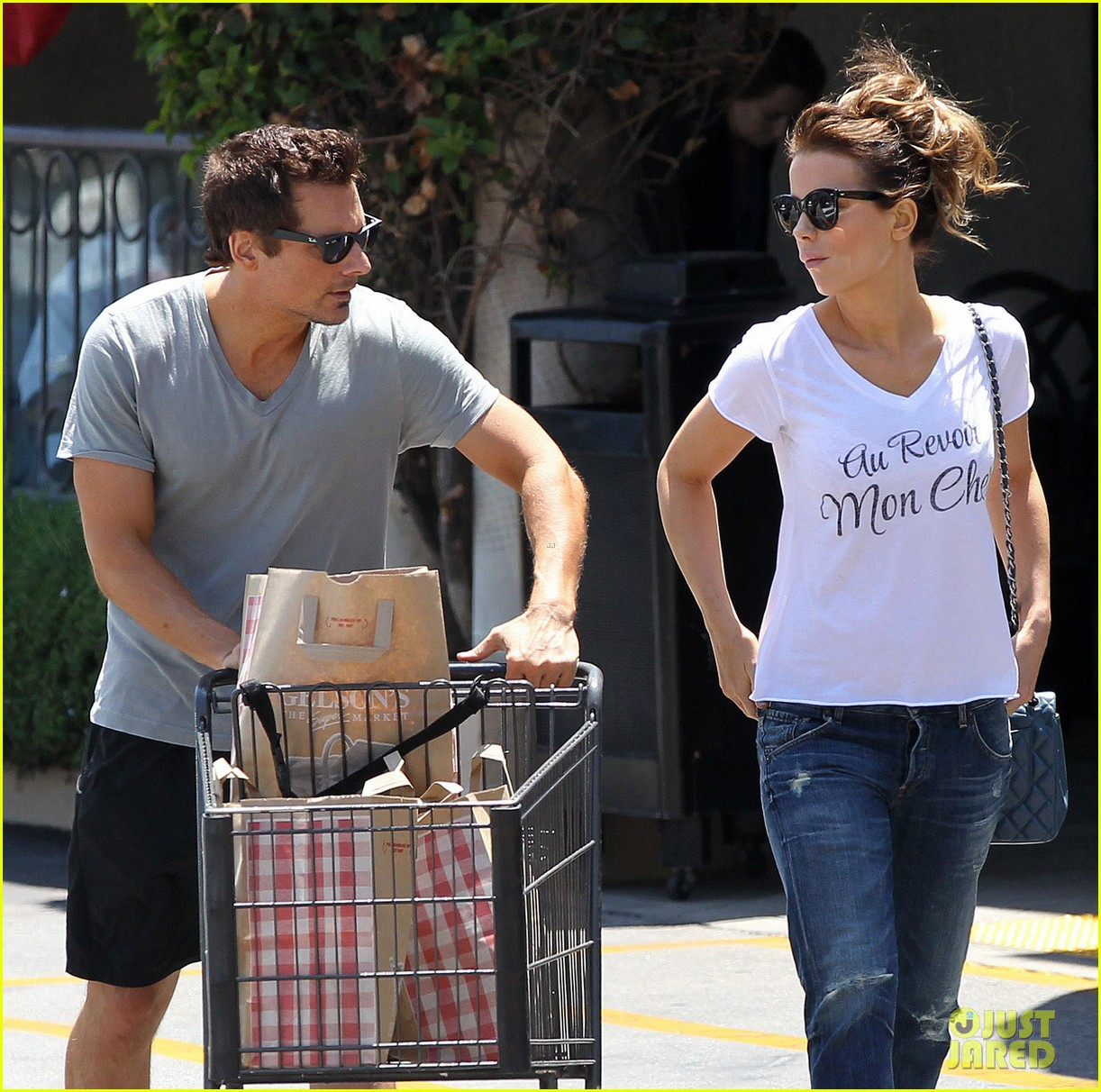 kate beckinsale len wiseman stock up on groceries 223141834