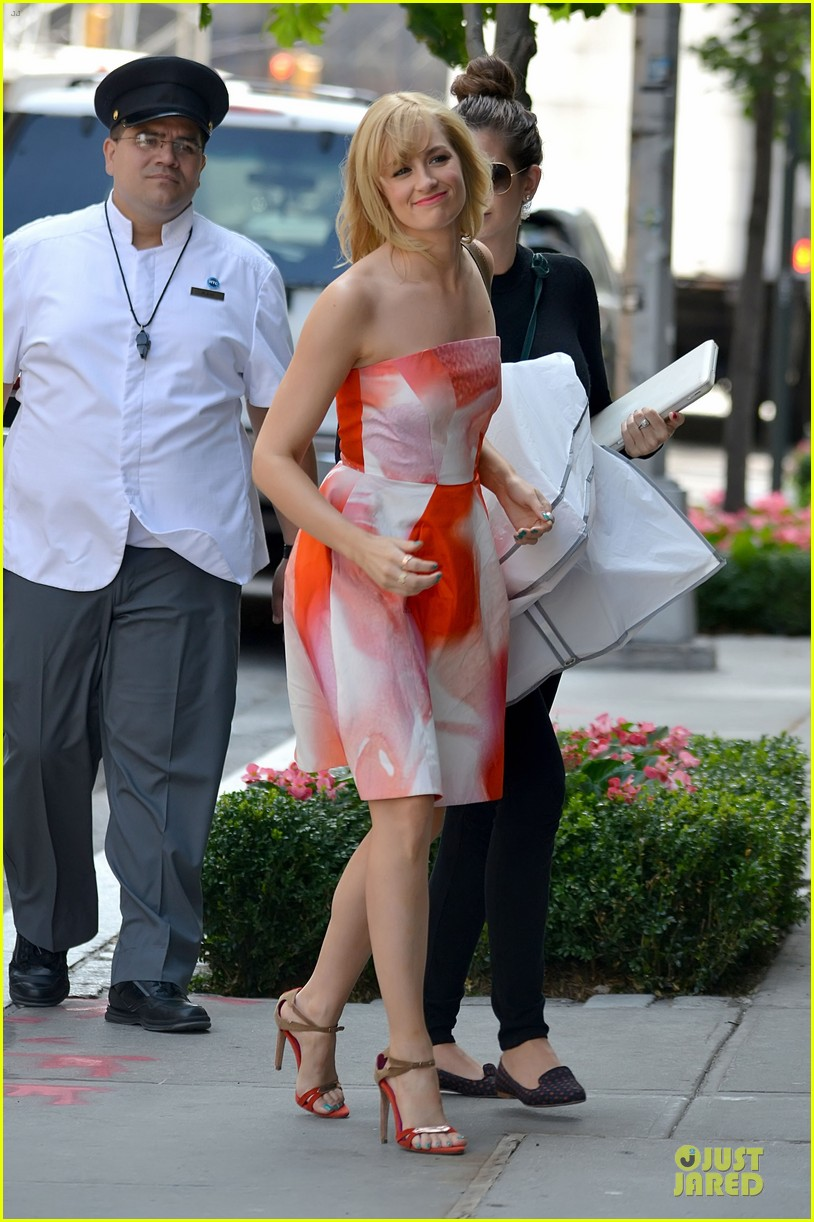 beth behrs looks happy to see obie 11