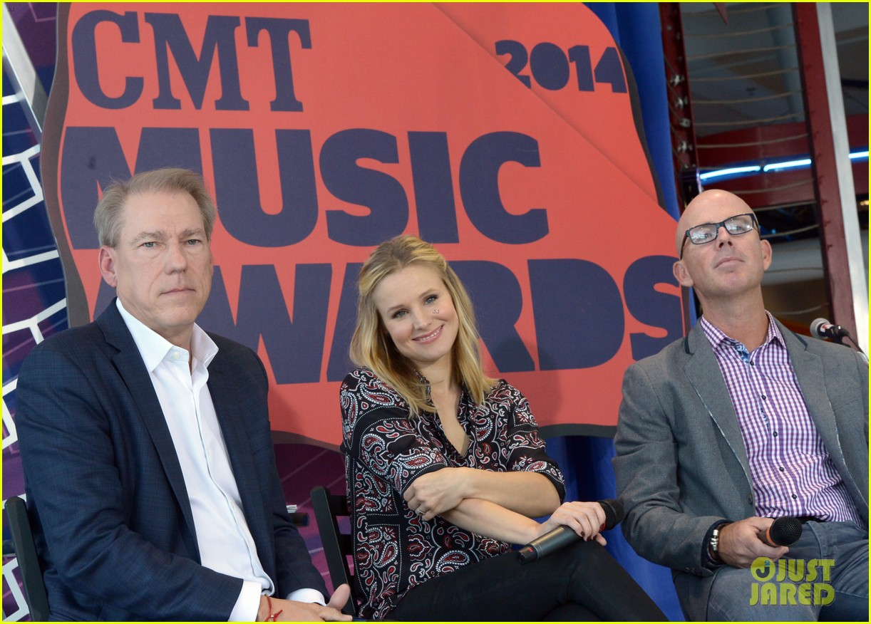 kristen bell steps out for cmt awards press conference 013127909