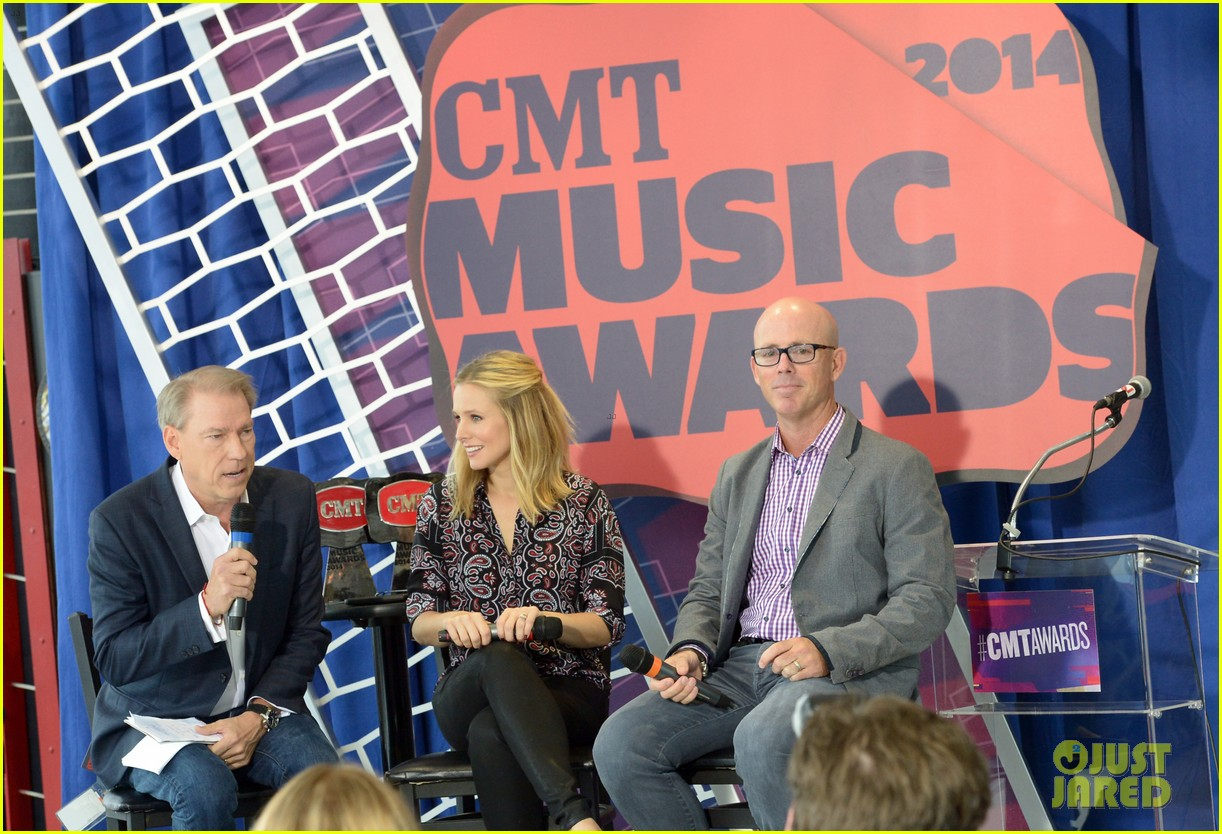 kristen bell steps out for cmt awards press conference 033127911