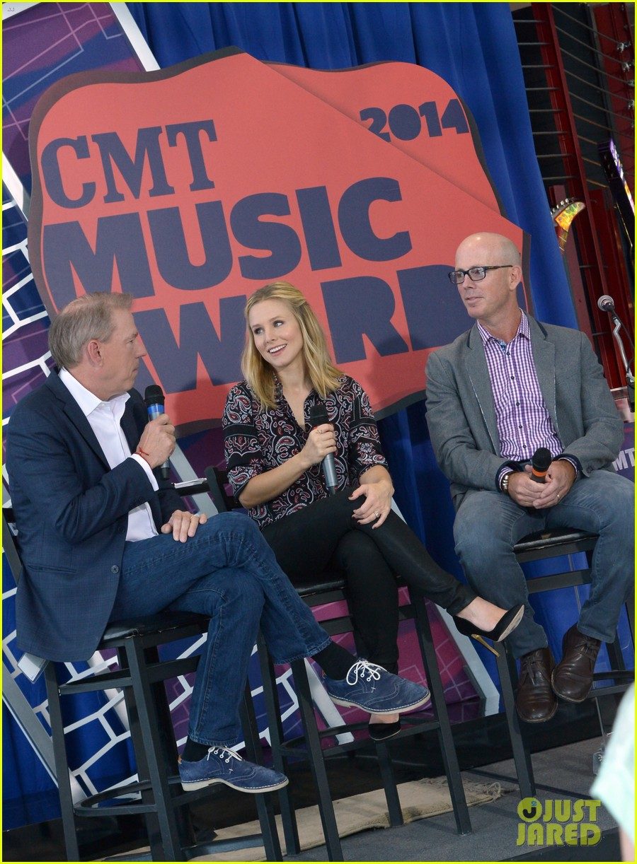 kristen bell steps out for cmt awards press conference 113127919