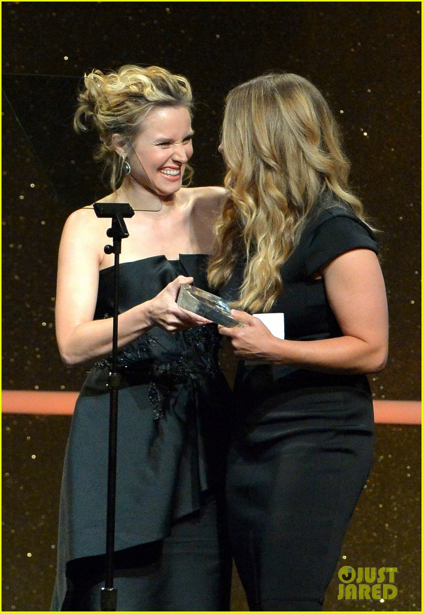 kristen bell crystal lucy awards 05