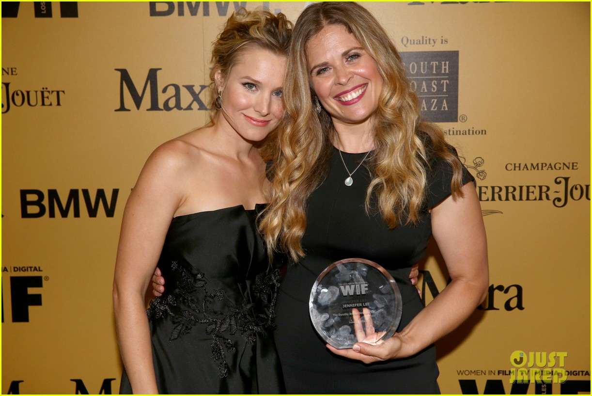 kristen bell crystal lucy awards 103134007