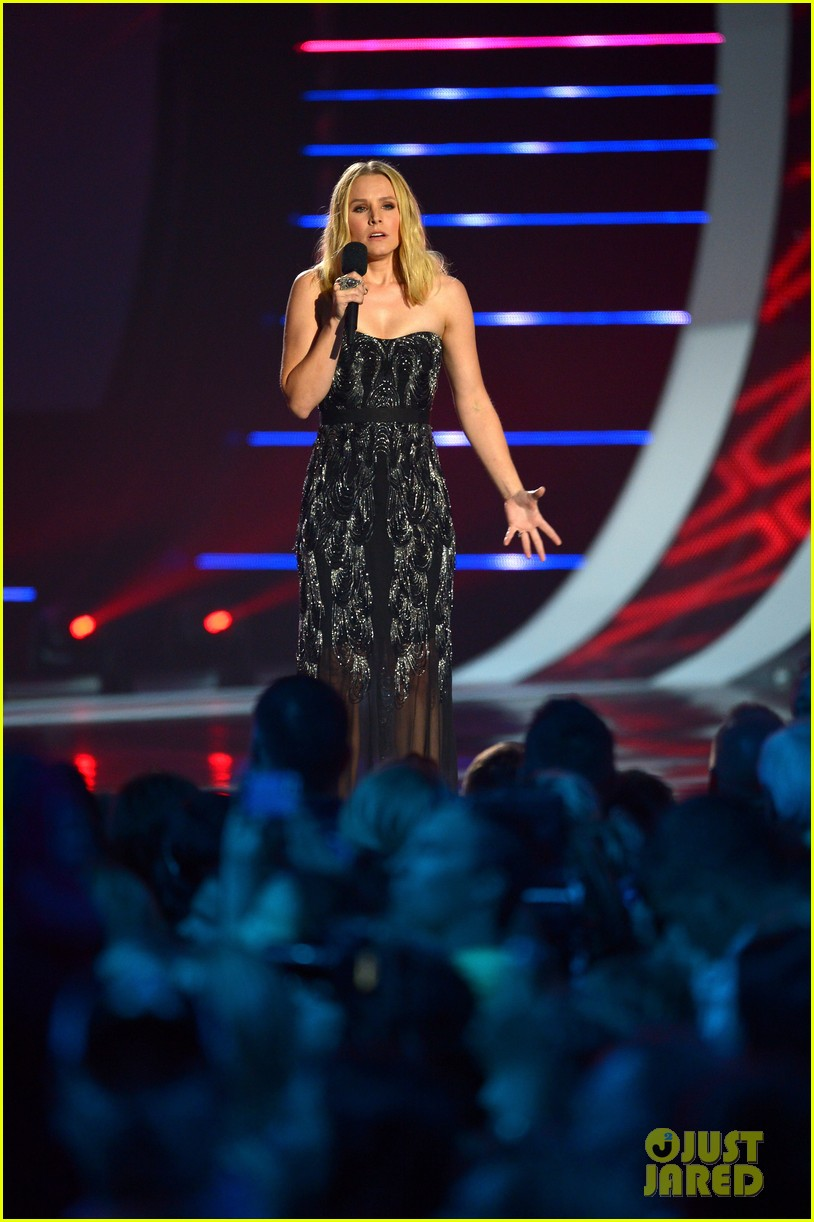 kristen bell sings during the cmt music awards opening 03