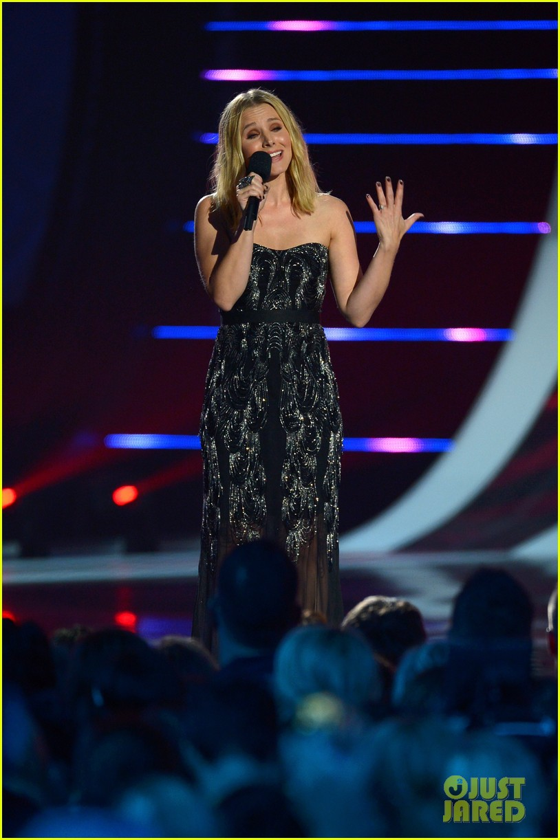 kristen bell sings during the cmt music awards opening 063128452