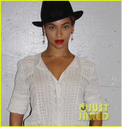 beyonce looks summer chic in white dress with fedora 023129854