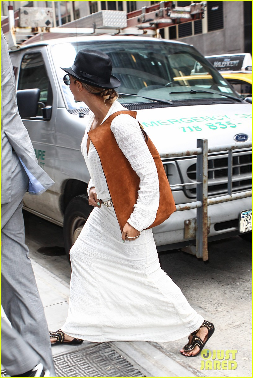 beyonce looks summer chic in white dress with fedora 07
