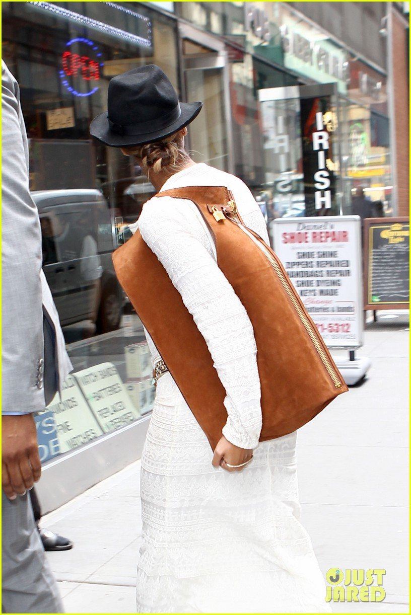 beyonce looks summer chic in white dress with fedora 083129860