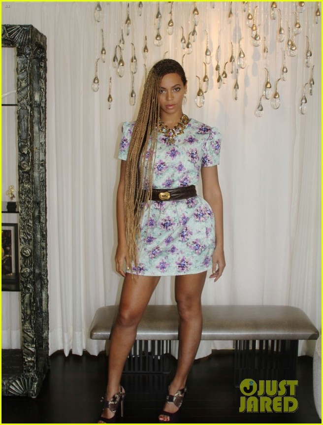 beyonce runs around with blue ivy 073126571