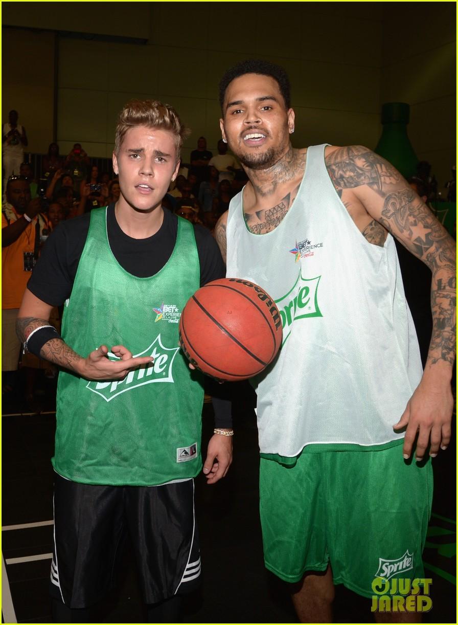 justin bieber chris brown bet celeb basketball game 033145678