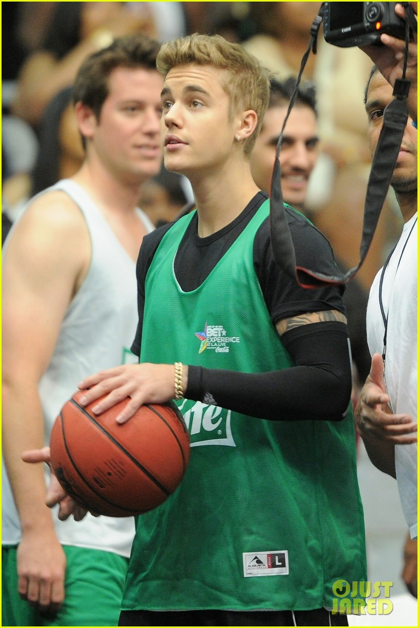 justin bieber chris brown bet celeb basketball game 063145681
