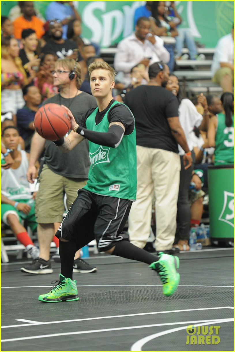 justin bieber chris brown bet celeb basketball game 073145682