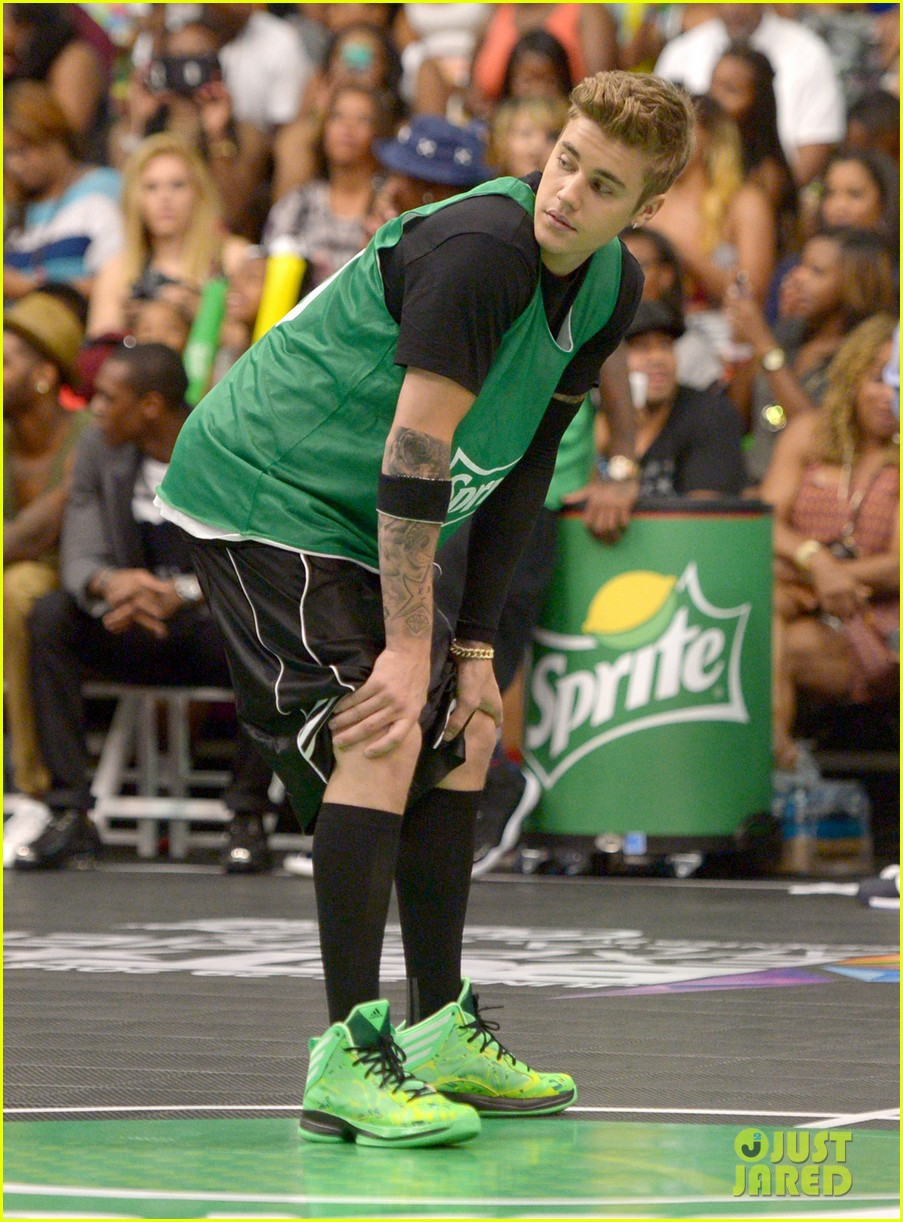 justin bieber chris brown bet celeb basketball game 163145691