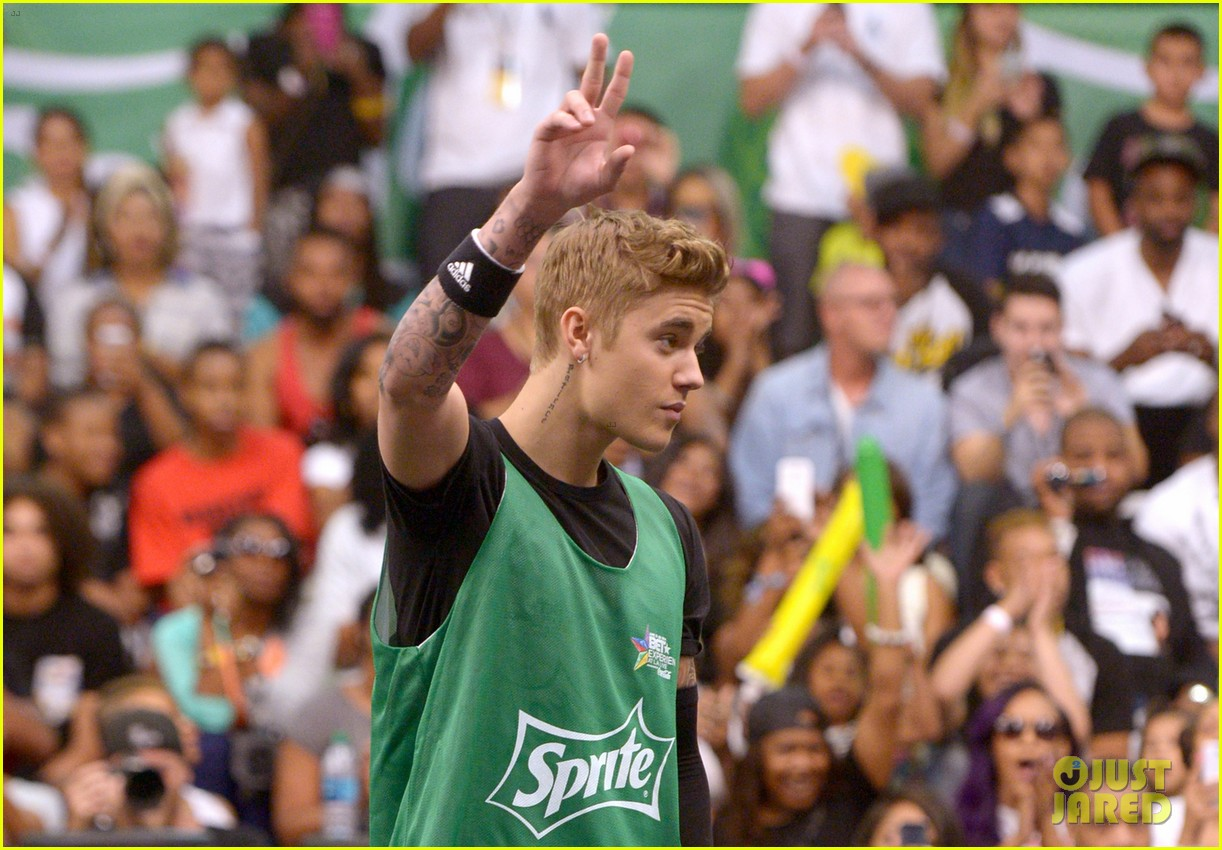 justin bieber chris brown bet celeb basketball game 233145698