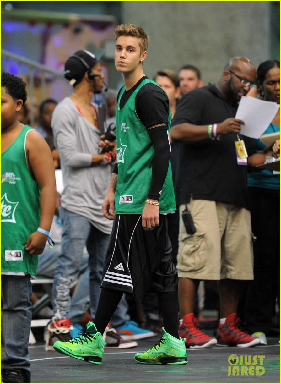 justin bieber chris brown bet celeb basketball game 243145699